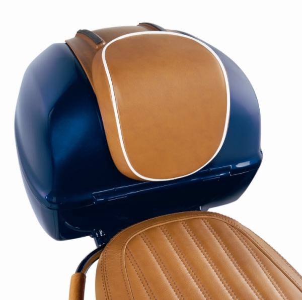 """Original respaldo de la caja superior """"Luxury Edition"""" Vespa Primavera / Sprint, cuero genuino marrón con ribetes blancos"""