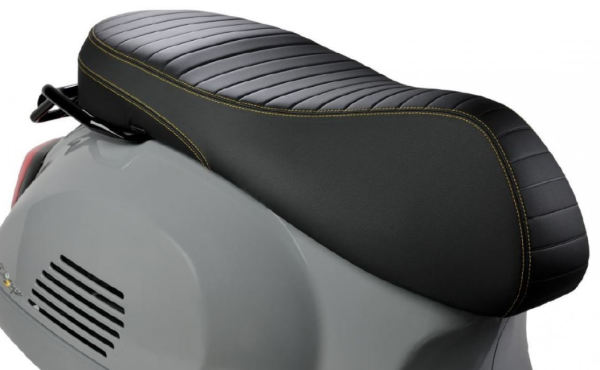 "Asiento deportivo ""Black Kit"" para Vespa GTS Super Tech HPE"